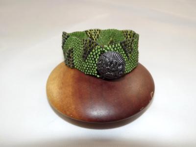 B-107 green woven bracelet w/wave pattern