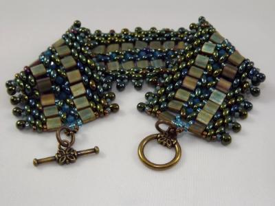 B-47 iris-green two-holed bead bracelet