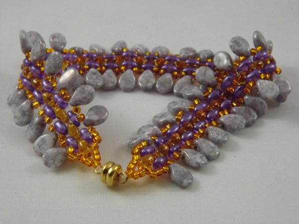 B-22a grey teardrop & purple bead bracelet