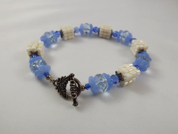 B-21 blue & ivory cube bracelet